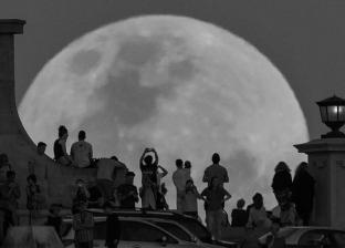 """""""ظاهرة نادرة"""".. القمر الأسود يظهر الليلة في سماء الولايات المتحدة"""