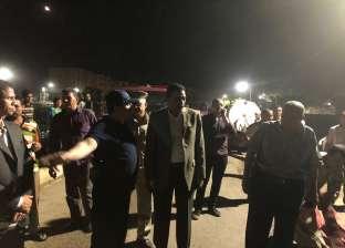 محافظ سوهاج ومدير الأمن يشرفان على إصلاح كسر ماسورة صرف صحي بالمراغة