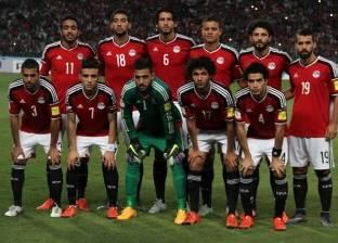 السفير المصري بالكويت يتفقد التدريب الأساسي للمنتخب