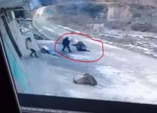 بالفيديو| خنزير بري يقتل رجلا ويصيب امرأة في أحد شوارع الصين