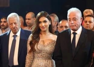 """مكرم محمد أحمد لـ""""الوطن"""" عن مذيعة """"mbc"""": """"لبسها عادي"""""""