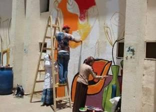 بالصور| طلاب التربية النوعية يزينون سور جامعة عين شمس
