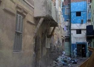 إنقاذ مسنة من عقار آيل للسقوط في حي الجمرك بالإسكندرية