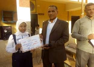 """""""الخارجة التعليمية"""" تكرم طالبتان حصلا على المركز الأول في مسابقة الحديث الصحفي"""