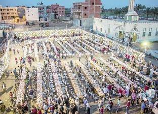 موائد الإفطار الجماعية تعيد أخلاق القرية: افتحوا الملاعب والساحات