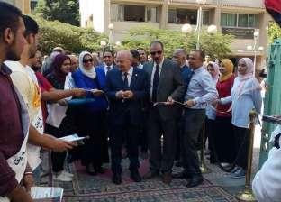 """رئيس جامعة الزقازيق يفتتح معرض """"إبداع"""" لأنشطة الأسر الطلابية"""