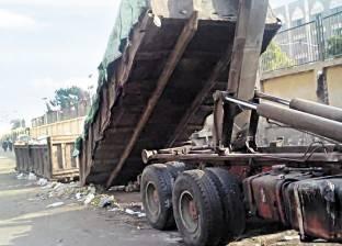 الآية اتعكست: أهالى «صقر قريش» ينظفون الشوارع.. وعمال الحى يرمون الزبالة