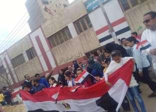 """والدة شهيد: """"الرئيس السيسي أعاد للمصريين هيبتهم أمام العالم"""""""