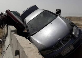 إصابة 8 أشخاص في انقلاب سيارتين بطريق السويس