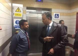 """وزير النقل يجري جولة تفقدية مفاجئة للطريق """"الصحراوي"""" في المنيا"""