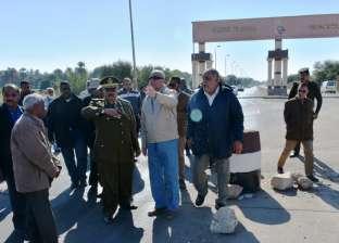 محافظ أسوان يوجه بتأمين المحولات الكهربائية على طريق الكورنيش الجديد