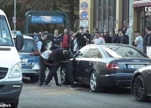 بالفيديو| اتهام الشرطة الألمانية بالوحشية بعد الاعتداء على شاب أسود