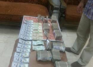 ضبط عاطلين بحوزتهما 50 ألف دولار و5 آلاف ريال بقصد الاتجار في الفيوم
