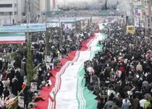 بالفيديو  في الاحتفال بذكرى الثورة الإسلامية.. إيرانيون يهتفون ضد أمريكا وإسرائيل