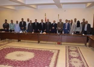 محافظ بنى سويف يلتقي أهالي صفط الغربية بخصوص مشروع الصرف الصحي بالقرية
