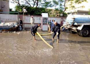 شركة الصرف الصحي ببني سويف تدفع بـ6 سيارات لشفط المياه من الشوارع