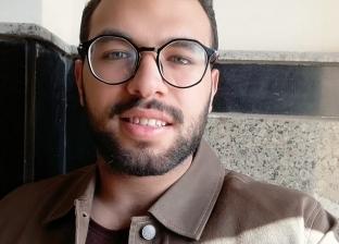 """""""فنان الأطباء""""..""""عبد الرحمن"""" يدرس طب ويرسم مشاهير: """"نفسه يكون بيكاسو"""""""