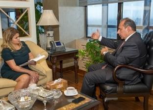 هشام عكاشة رئيس البنك الأهلى المصرى: السياسات الفعالة دعمت مصر فى أزمة «الأسواق الناشئة» ونخطط لمشاركة مستثمرين أجانب فى مشروعات كبرى