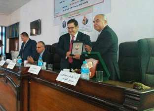 تكريم المتميزين في مؤتمر الخريجين الثالث بهندسة الزقازيق