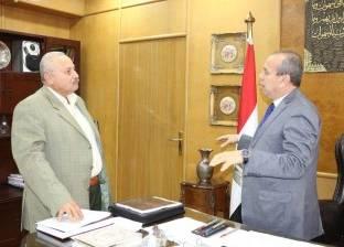 محافظ دمياط يناقش التجهيزات النهائية للموقف الجديد بشطا