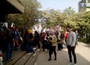 """47 طالبا بـ""""أداب القاهرة"""" يسحبون استمارة الترشح لانتخابات الطلاب"""