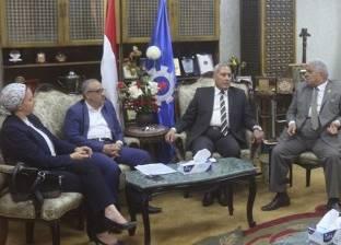 محافظ السويس وأعضاء مجلس النواب يناقشون تنمية وتطوير المدينة