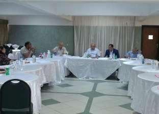 رئيس جامعة أسيوط يبحث سبل تحسين خدمات نادي أعضاء هيئة التدريس