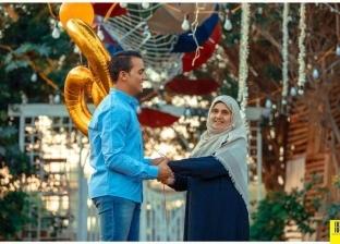 """""""مصطفى"""" يفاجئ والدته الستينية بـ""""فوتو سيشن"""": شفت السعادة في عنيها"""