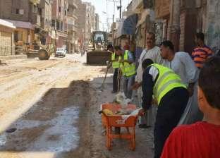 30 شابا يشاركون في اعمال النظافة بمدينة طهطا بسوهاج