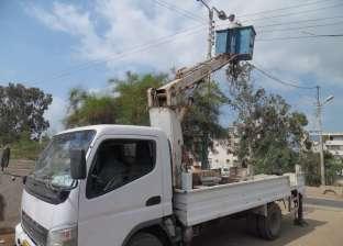 صيانة أعمدة الكهرباء بحي الزهور في بورسعيد