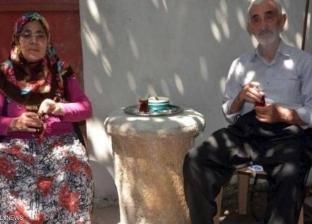 في تركيا.. عمود أثري يتحول إلى أغرب طاولة قهوة بالعالم