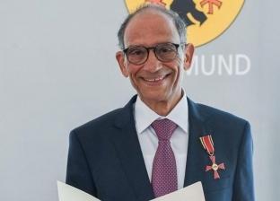 """عازر عن تكريمه بوسام الاستحقاق من ألمانيا: """"إحنا من غير مصر ولا حاجة"""""""