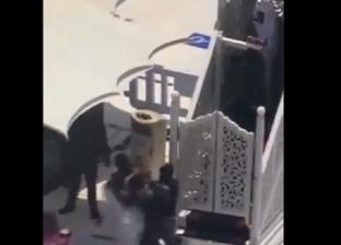 القبض على مواطن أثناء محاولته اعتلاء منبر الحرم المكي «فيديو»