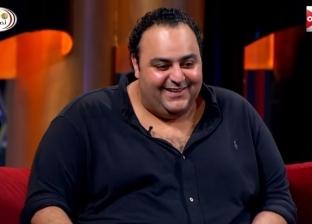 """""""مكرونة وفراخ بانية"""".. هشام ماجد يكشف سبب خناقة """"شيكو"""" مع مالك فندق بالإسكندرية"""