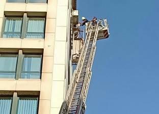 انقاذ عامل تعلق في الطابق التاسع ونقل آخر سقط على الأرض للمستشفى