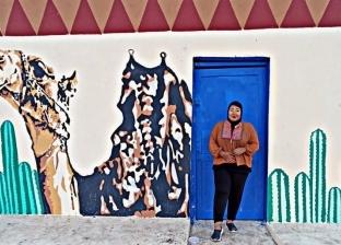 رسامة سكندرية تزين بيوت «الجبيل» وتسعد قلوب أطفال الطور