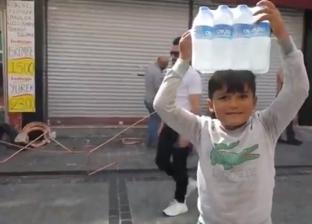 طفل سوري يبيع المياه لمساعدة أسرته: «بشتغل عشان أجيب حليب لأخواتي»