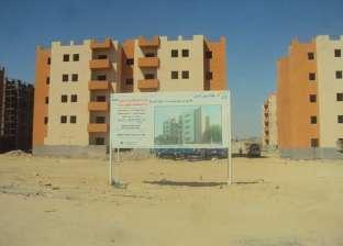 محافظ البحر الأحمر يتفقد مشروع مساكن الروضة لتطوير العشوائيات