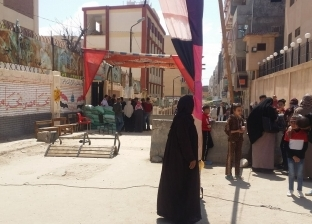 توافد المواطنين على مدرسة قايتباي قبل انتهاء اليوم الأول للاستفتاء