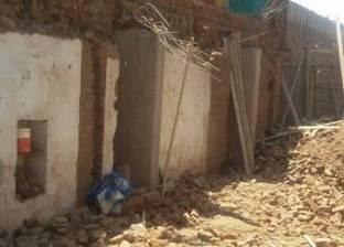 بالصور| مصرع نجار وإصابة آخر إثر إنهيار منزل في أسيوط