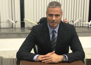 """تعرف على الطيار أحمد عادل رئيس""""مصر للطيران"""" الجديد"""
