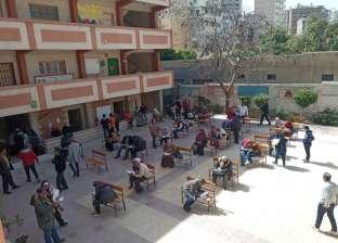 """""""الجلوس بمسافات"""".. وسط الإسكندرية تسلم شريحة التابلت لطلاب الثانوية"""