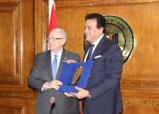 بالصور  وزير التعليم العالي يستقبل وفدًا من مجلس الشيوخ الكندي