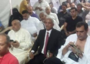 """بالصور  معتمر مصري يدلي بصوته في القنصلية بجدة بـ""""ملابس الإحرام"""""""