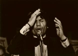 """بالفيديو  سر حدة عبدالحليم حافظ على الجمهور خلال أداء """"قارئة الفنجان"""""""