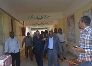 رئيس مدينة القصير يتابع سير العملية التعليمية في أول يوم دراسي