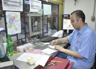 زحام طلابي على مكاتب اشتراكات المترو لاستخراج الاشتراكات الشهرية