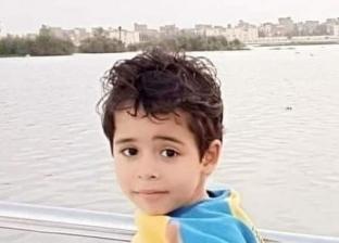 «ياسين» طفل يعاني من ضمور العضلات: تكلفة علاجه تتجاوز 4 ملايين جنيه
