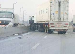 """إصابة شخصين إثر انقلاب سيارة نقل على طريق """"السويس- القاهرة"""""""