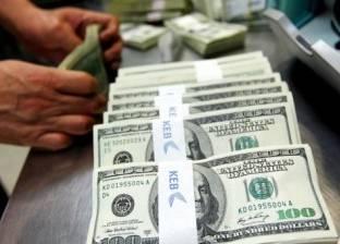 """في نهاية الأسبوع.. الدولار يفقد 5 قروش والذهب """"كل يوم بحال"""""""